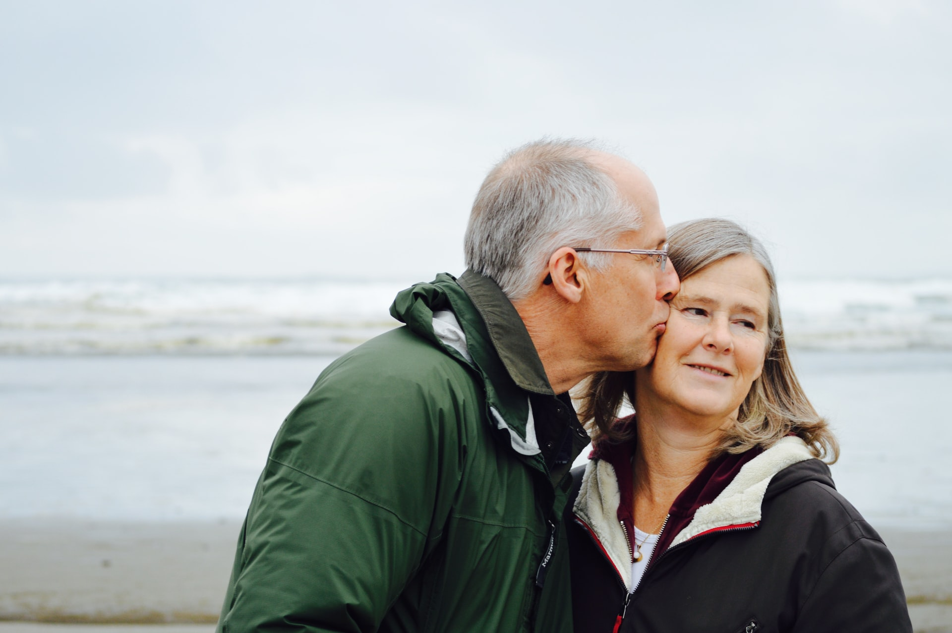 Tips for Seniors: How to Adapt Relationship and Dating in a Rapidly Changing Technological World